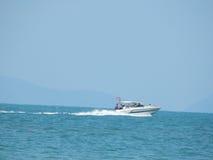 小船到海里在亚洲 免版税库存照片