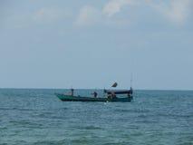 小船到海里在亚洲 免版税图库摄影