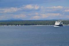 小船到Brijuni海岛,克罗地亚 图库摄影