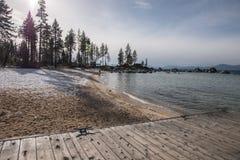 小船发射设施和船坞在Beach State国王度假区,太浩湖 库存照片