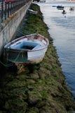 小船和低潮 免版税库存图片