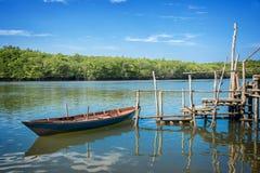 小船和浮船在印度尼西亚 库存图片
