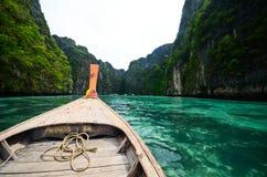 小船和海岛在andaman海运泰国 免版税库存照片