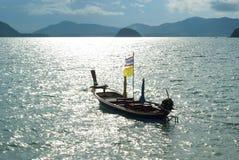 小船和海岛 免版税图库摄影