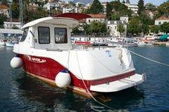 小船和游艇在亚得里亚海海湾  库存图片