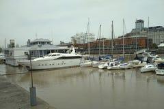 小船和游艇在口岸Madero,布宜诺斯艾利斯 免版税库存图片