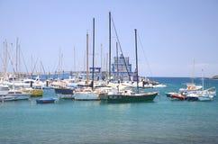 小船和游艇在钓鱼海港在特内里费岛的Las Galletas 图库摄影