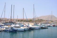 小船和游艇在钓鱼海港在特内里费岛的Las Galletas 免版税库存图片