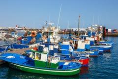 小船和游艇在Rubicon小游艇船坞,兰萨罗特岛,加那利群岛,西班牙 免版税库存图片