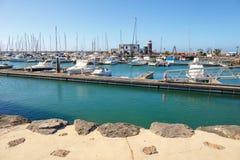 小船和游艇在Rubicon小游艇船坞,兰萨罗特岛,加那利群岛,西班牙 图库摄影