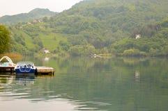 小船和湖 免版税库存照片