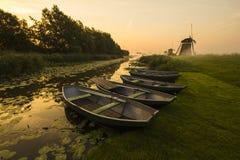 小船和磨房 图库摄影