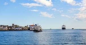 小船和船在波兹毛斯入口咆哮 免版税图库摄影