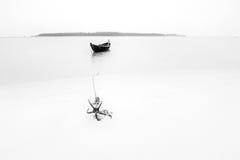 小船和船锚, Tajpur,西孟加拉邦,印度的高关键图象 免版税库存照片