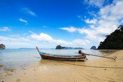 小船和蓝天, Trang泰国 库存照片
