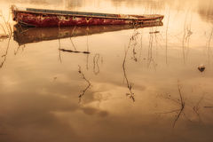 小船和金轻水 免版税库存照片