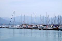 小船和风船在阿雅克修,海岛可西嘉岛,法国港  库存照片