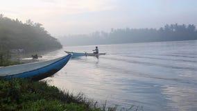 小船在一个热带海湾游泳 影视素材