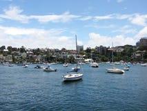 小船在一个晴天在悉尼 库存图片