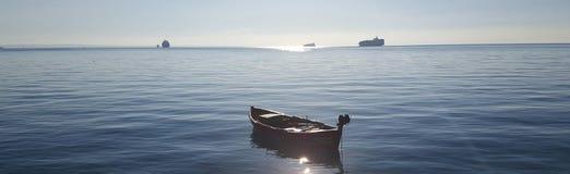 小船在一个晴天 免版税库存照片
