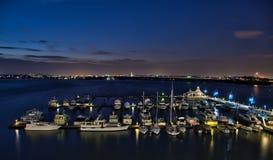 小船在国家港口的海滨广场 免版税库存照片