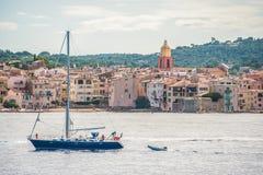 小船在圣徒Tropez的港口 库存图片