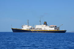 小船在夏威夷海洋 库存图片