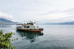 小船在多巴湖北苏门答腊省 图库摄影