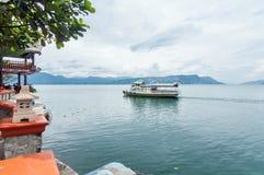 小船在多巴湖北苏门答腊省 免版税库存图片