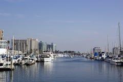 小船在小游艇船坞靠了码头在德拉瑞码头,洛杉矶,加州 免版税库存图片