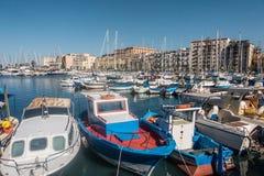 小船在小游艇船坞,巴勒莫,意大利 免版税库存照片