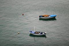 小船在布德瓦里维埃拉 免版税库存照片