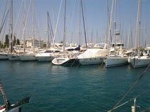 小船在希腊港口 库存照片