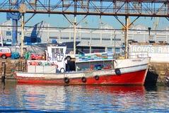 小船在开普敦港口  免版税库存图片