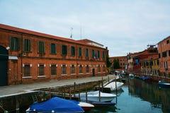 小船在意大利停放了,威尼斯,欧洲 库存照片