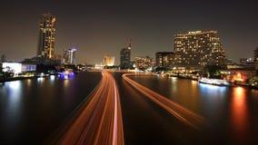 小船在昭拍耶河的光线索 免版税库存图片