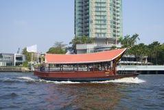 小船在曼谷市 免版税库存图片