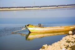 小船在杰赫勒姆河 免版税库存图片