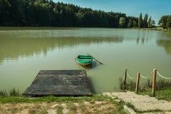 小船在森林附近的湖 免版税图库摄影
