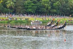 小船在比赛中在喀拉拉印度 库存图片