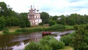 小船在河漂浮 股票视频