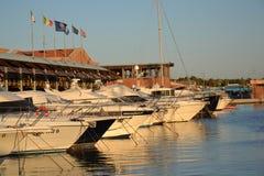 小船在海滨广场 免版税图库摄影