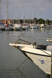 小船在海滨广场 库存照片