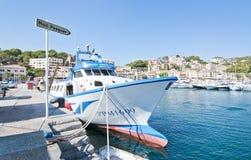 小船在海滨广场 免版税库存照片