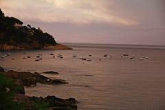 小船在港口, Llafranc,卡塔龙尼亚,西班牙 图库摄影