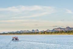 小船在湄公河对老挝人的Nakhonphanom泰国 免版税库存照片
