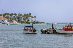 小船在热带小游艇船坞 免版税库存图片