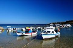 小船在罗得岛港口  库存图片