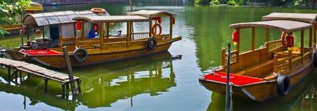 小船在荔枝中水咆哮,在中国南部 免版税库存照片