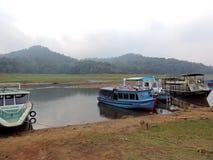 小船在贝里亚尔河国立公园,喀拉拉 免版税图库摄影